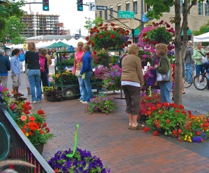 People gather in downtown Boise for the weekly farmers market. Until recently, the city would block access to downtown streets to allow for the Farmer's Market. Due to construction, it has since been moved toa a parking lot. Image Source: http://www.flickr.com/photos/dmclean/2559042221/