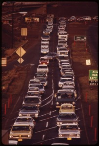 CONSTRUCTION_BOTTLENECK_ON_H-1_FREEWAY_APPROACHING_HONOLULU_FROM_WEST_DURING_MORNING_RUSH_HOUR._COMMUTERS_COME_FROM..._-_NARA_-_553725
