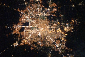 Houston,_Texas_at_Night_2010-02-28_lrg (1)