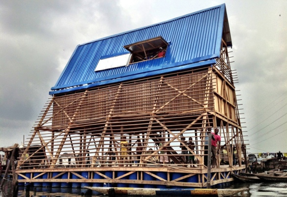 Building the Makoko Floating School. Photo courtesy 準建築人手札網站 Forgemind ArchiMedia, Flickr.